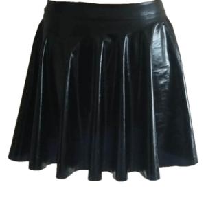 חצאית רוקיסטית חצאית שחורה מבריקה